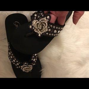 da81e334334df Grazie Shoes - 💫Grazie 7.5 gorgeous shiny sandals💫 EUC